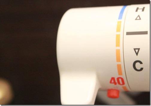 にきび肌の人は水で洗う?お湯で洗う?何度くらいの温度で洗うとお肌にいいの?